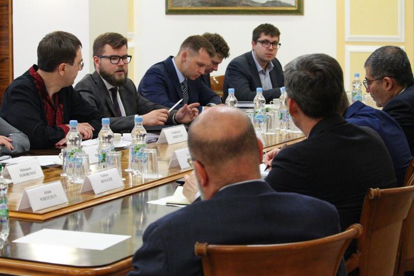 Омелян обсудил с иностранными партнерами развитие Укрзализныци