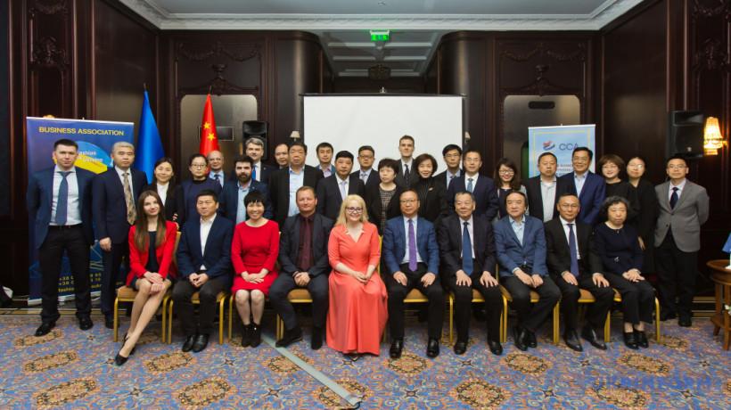 Китай намерен сотрудничать с Украиной в сфере легкой промышленности