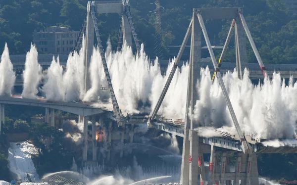 Взрыв моста в Гэнуе