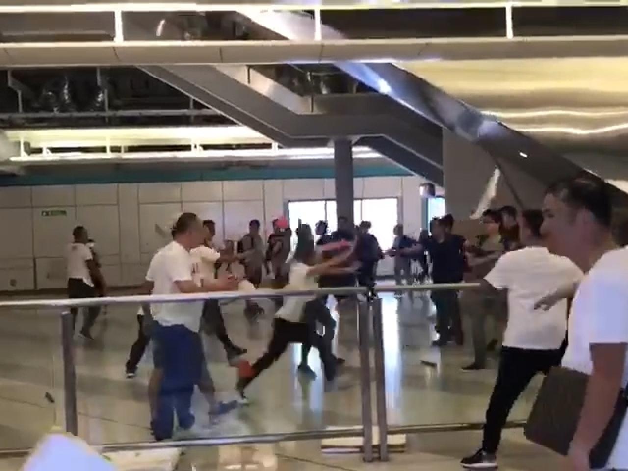 Нападение на станции метро в Гонконге, Фото: AFP