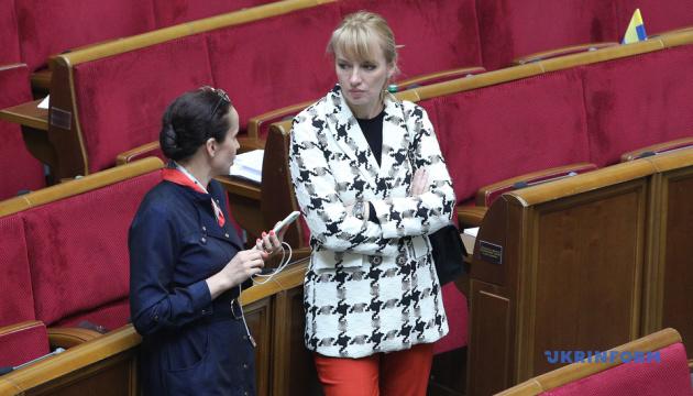 Рада приняла изменения к законам о защите потребителей финуслуг
