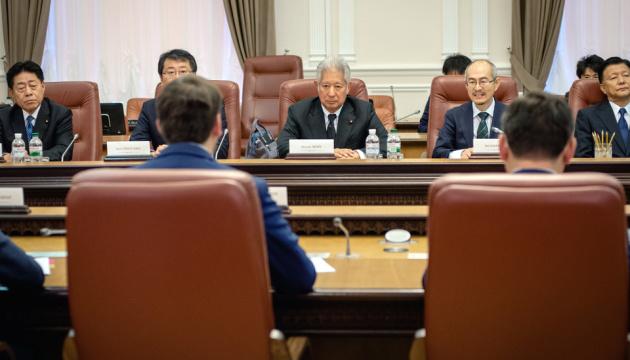 Гончарук предлагает Японии инвестировать в Чернобыльскую зону
