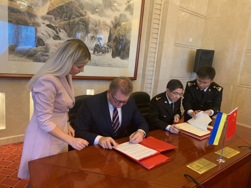 Украина будет экспортировать в Китай мед и шрот — подписали соглашения