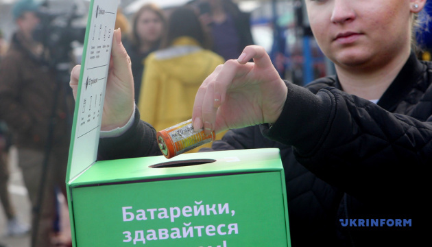 Украина отправила на переработку первую партию батареек