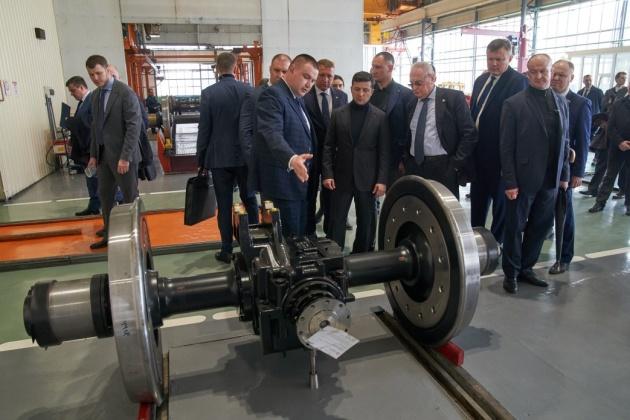 """Укрзализныця в этом году закупит дизель-поезда и сотню """"крюковских"""" вагонов"""