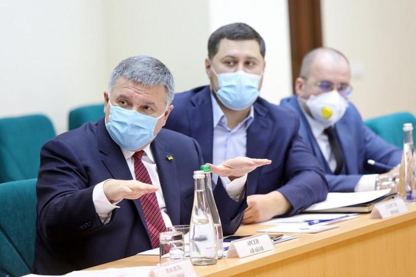 "За три года бюджет потерял почти 30 миллиардов из-за ""серого"" рынка табака - Баканов"