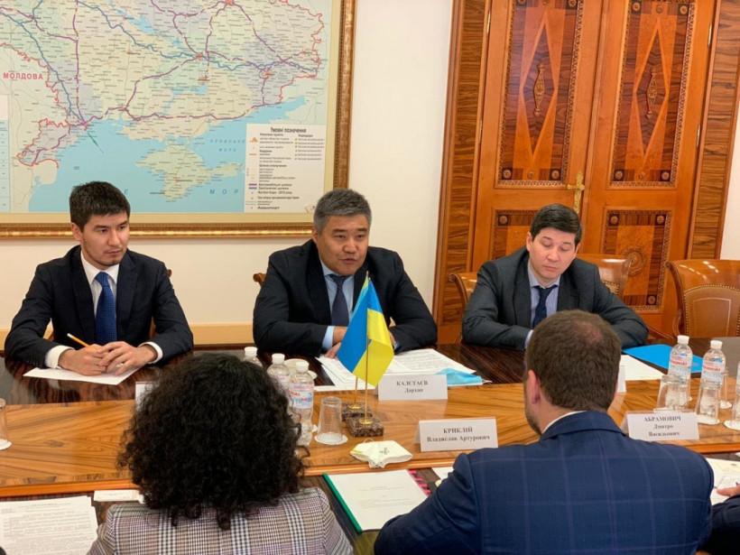 Криклий обсудил с послом Казахстана усиление сотрудничества между странами