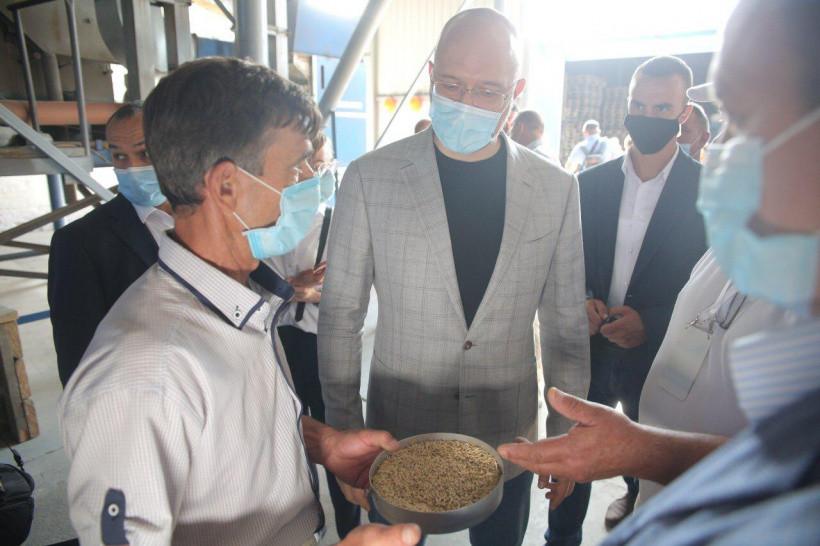 На переработку в аграрном секторе в этом году выделили миллиард — Шмыгаль