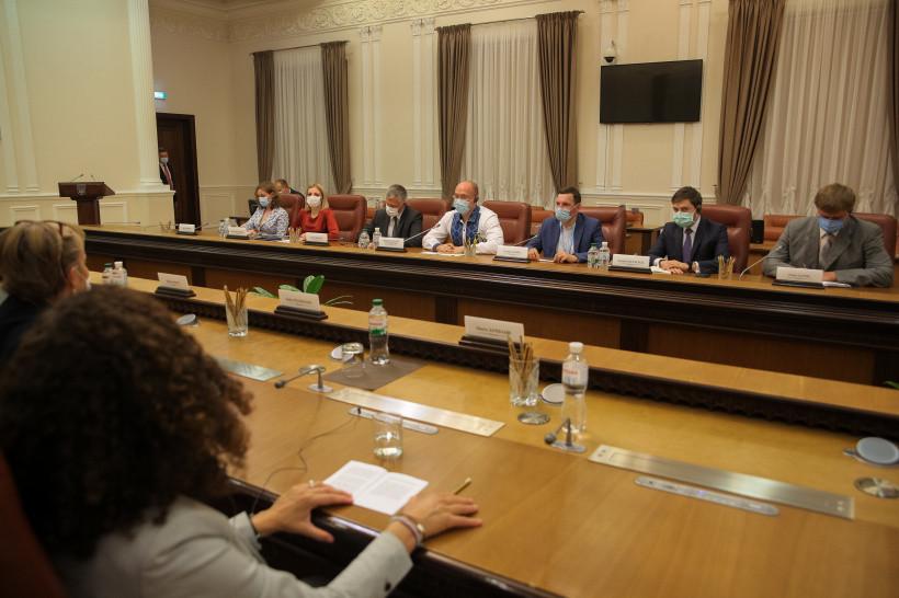 Шмыгаль обсудил с Маасом экономический форум в Берлине