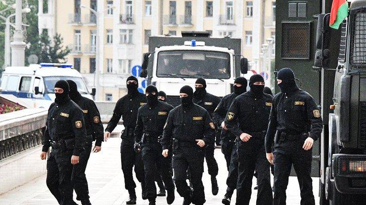 ВМинске начались массовые задержания, людей хватают на дорогах