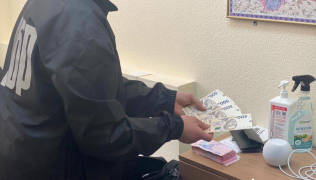 Главного ревизора-инспектора налоговой Киевщины поймали на взятке