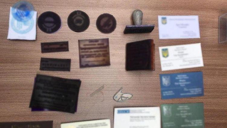 Киевские мошенники торговали несуществующими должностями в органах власти (ФОТО)