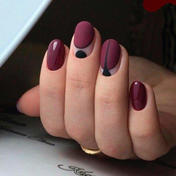 «Кричащий «неон» не в тренде»: Самый модный маникюр осени - темный (ФОТО)