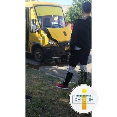 В Херсоне столкнулись маршрутки, есть пострадавшие (ФОТО)