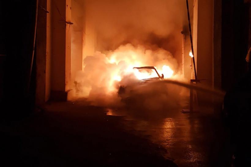 В столице сгорела элитная машина сына Гонтаревой (ФОТО, ВИДЕО)
