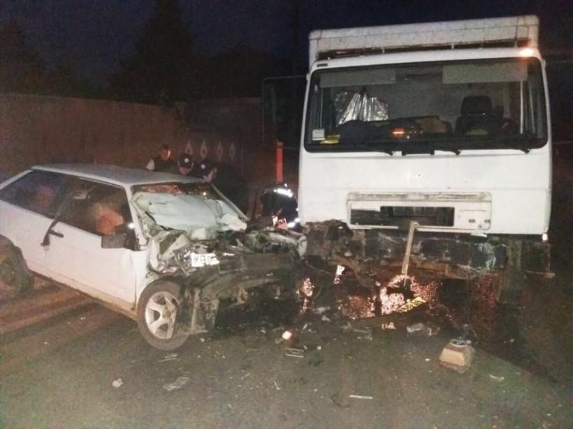 На Николаевщине столкнулись грузовик и «ВАЗ»: водитель оказался в «железном капкане» (ФОТО)