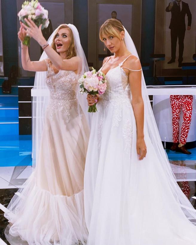 Леся Никитюк и Слава Каминская похвастались интригующим фото в свадебных платьях