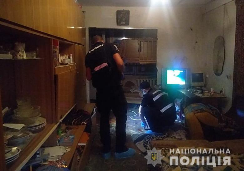 Пьяный мужчина избил своего крестника в Киеве, а полиции сказал, что тот выпал из окна (ФОТО)
