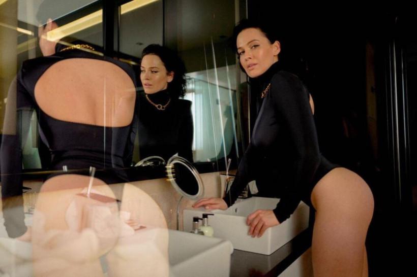 Украинская звезда Playboy Даша Астафьева оголила грудь (ФОТО)