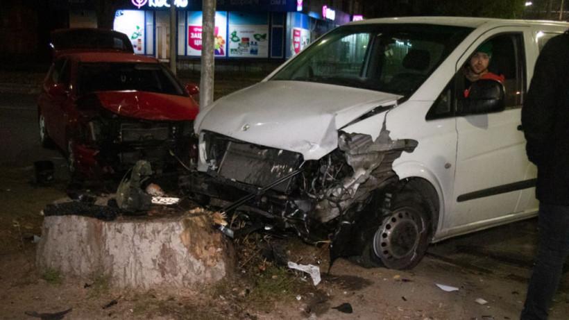 На столичном Отрадном произошло ДТП с участием трех авто (ФОТО, ВИДЕО)