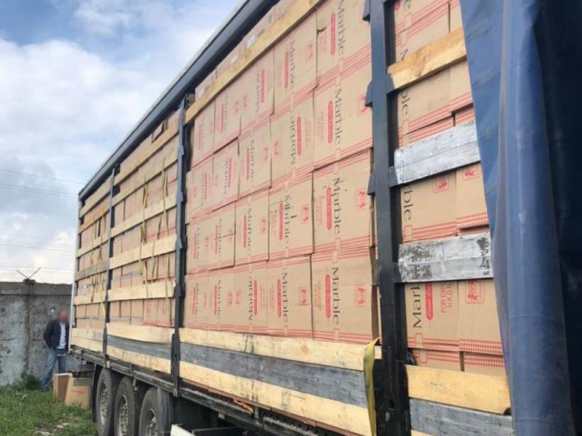 Пограничники обнаружили под Одессой полмиллиона контрабандных пачек сигарет (ФОТО, ВИДЕО)