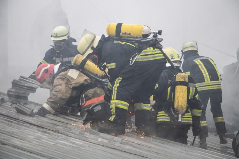 На Русановских садах в Киеве произошел масштабный пожар (ФОТО, ВИДЕО)