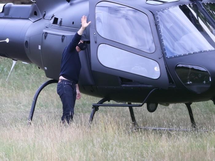 Том Круз прилетел на обед на своем вертолете (ФОТО)
