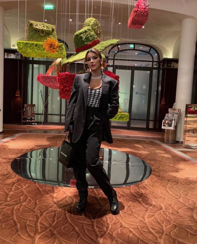 41-летняя Ани Лорак показала интригующие фото из Парижа