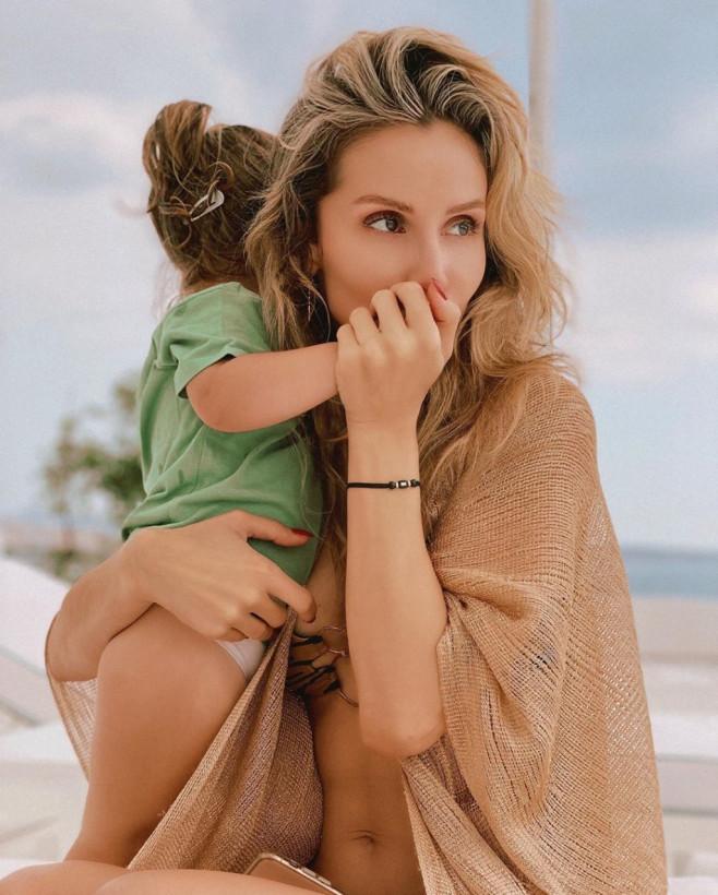 «Самое большое счастье»: Светлана Лобода показала, как наслаждается отдыхом на море вместе с дочерьми (ФОТО)