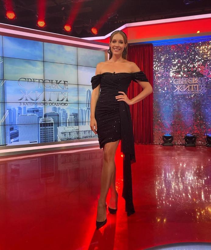 «Образ принцессы Дианы?»: Катя Осадчая подчеркнула точеную фигуру эффектным нарядом (ФОТО)