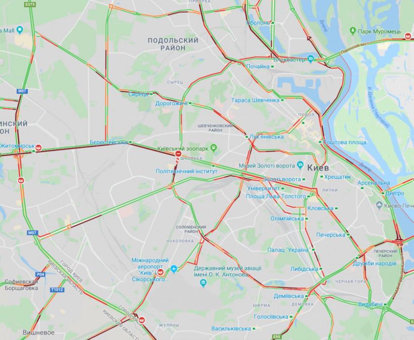 На дорогах Киева образовались 7-балльные пробки (КАРТА)