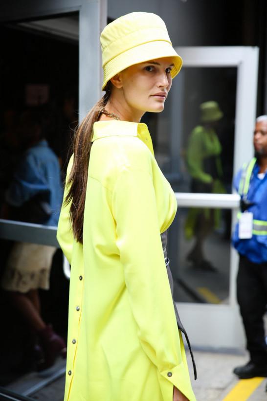 Панамы, платки, как у бабушки и фуражки: самые модные головные уборы этой осени (ФОТО)