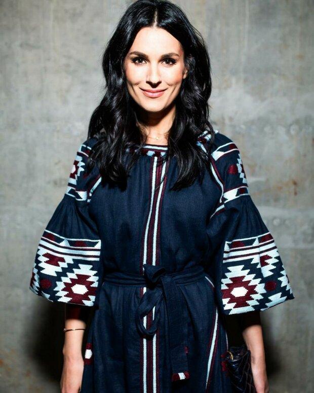 Приехала из Мексики и Африки: Ефросинина опубликовала фото в роскошном шелковом платье (ФОТО)