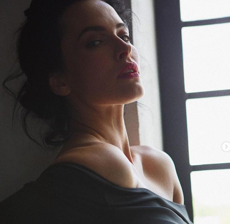 Даша Астафьева порадовала поклонников откровенными фото без нижнего белья