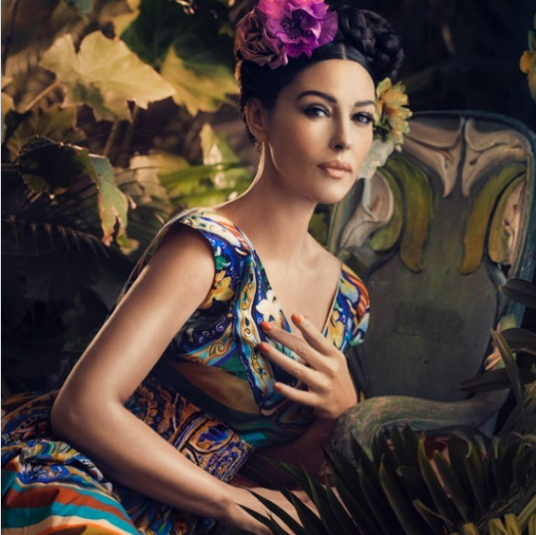 56-летняя Моника Белуччи показала изящное декольте на фотосессии модного бренда (ФОТО)