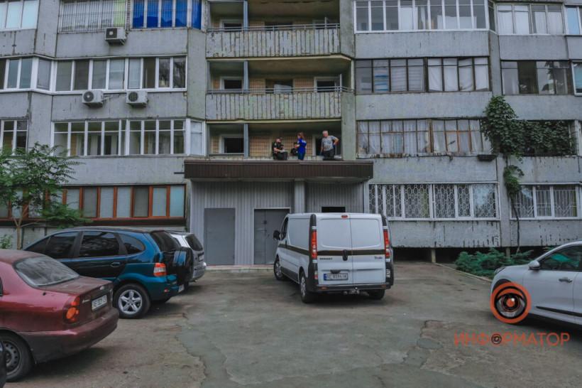В Днепре на козырёк над подъездом упал мужчина: выбросился из окна 14 этажа (ФОТО)