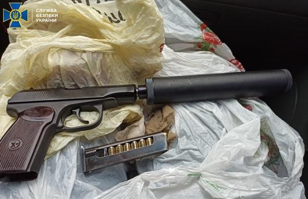 Сотрудник национального парка попался на торговле оружием (ФОТО)
