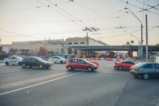 На столичном Шулявском мосту появился новый элемент (ФОТО)