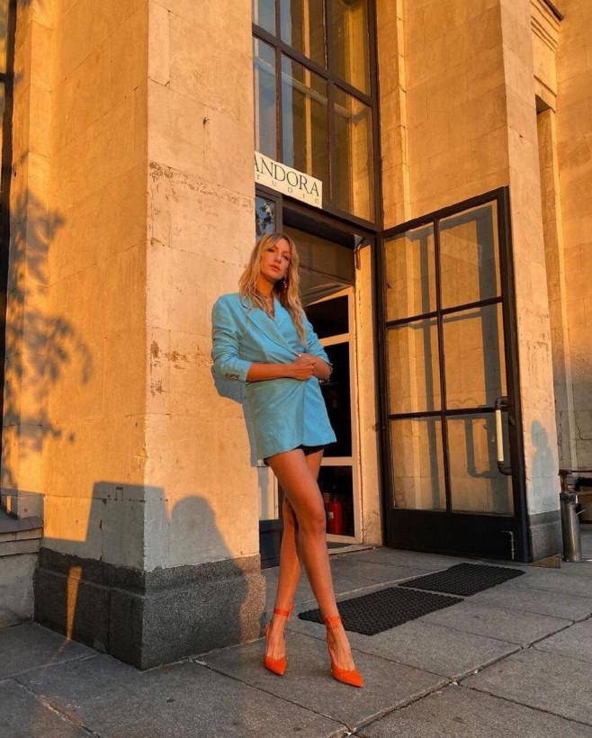«Ты супер!»: Леся Никитюк подчеркнула идеальные ноги оранжевыми туфлями на шпильке (ФОТО)