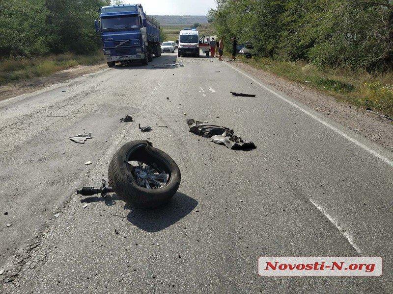 На трассе под Николаевом «Мазда» протаранила тягач MAN (ФОТО)