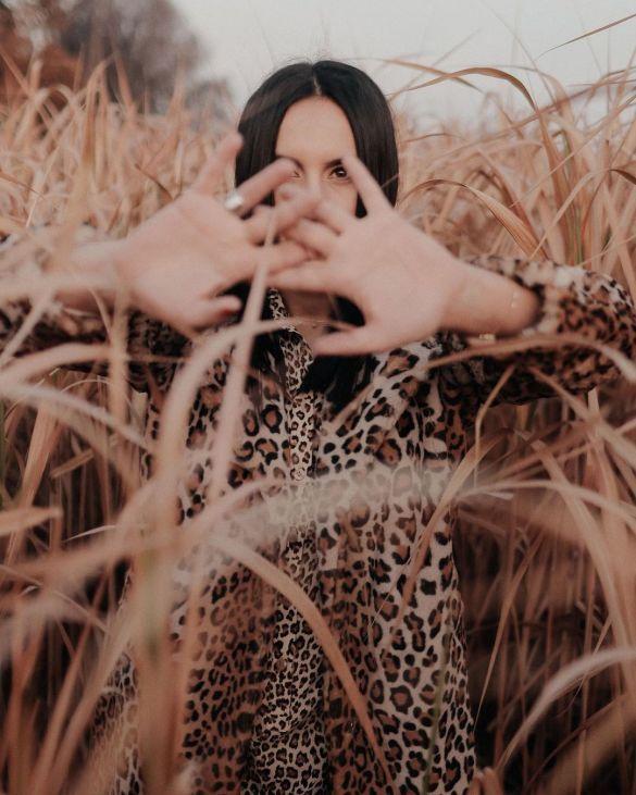 «Я люблю кино»: Джамала делилась сокровенным, гуляя по полю в «леопардовом» наряде (ФОТО)