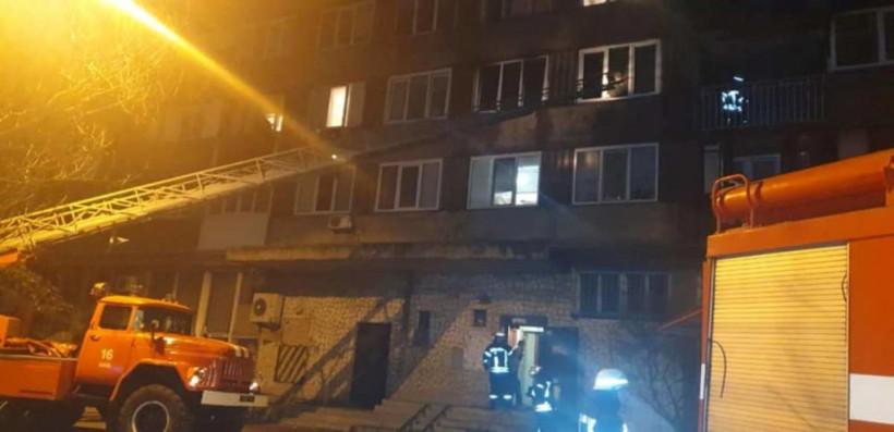 При пожаре на Харьковском шоссе в Киеве погибли двое людей (ФОТО)