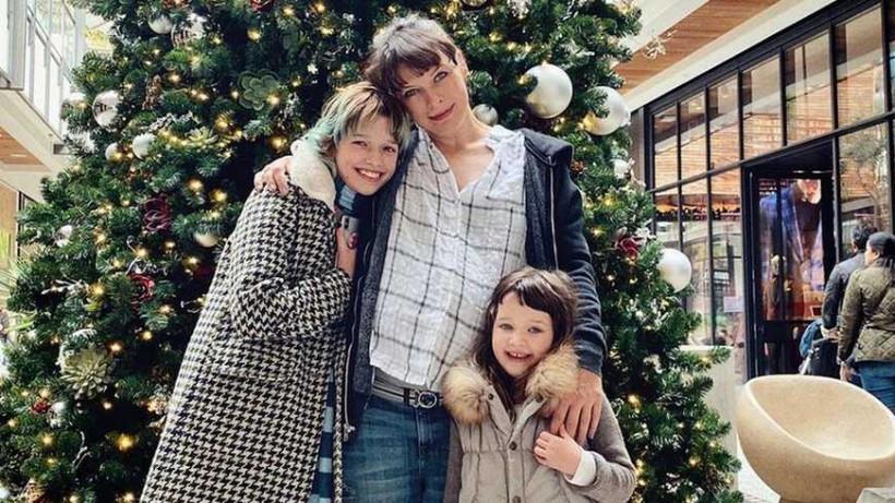 Беременная Милла Йовович опубликовала рождественские фотографии (ФОТО)