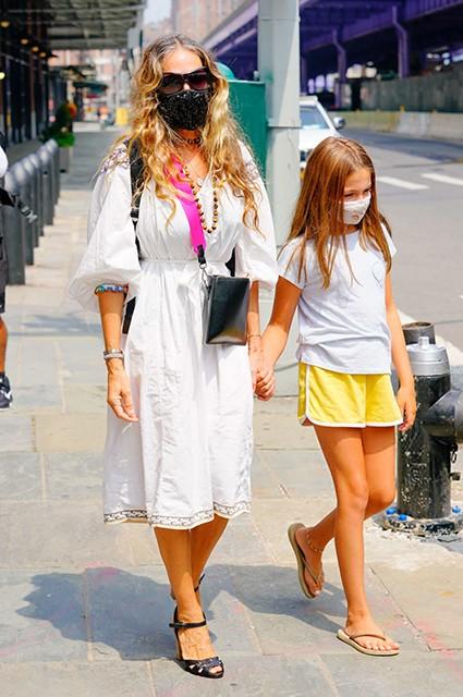 55-летняя Сара Джессика Паркер с дочерью гуляли по городу (ФОТО)