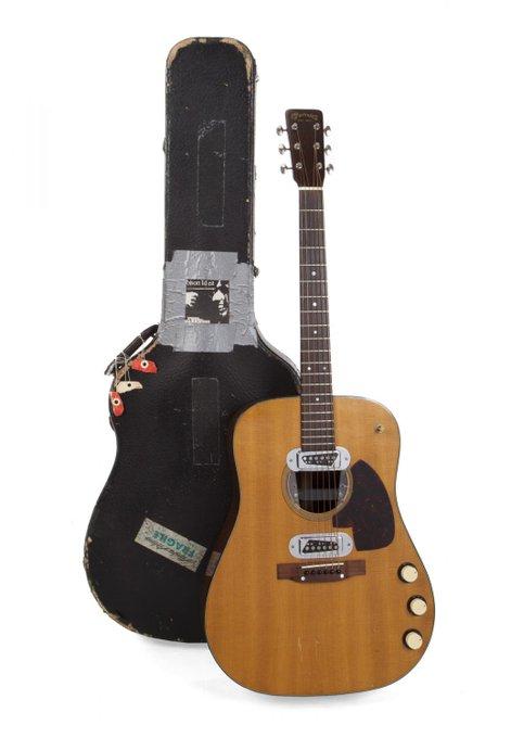 Гитару Курта Кобейна продали на аукционе за рекордную сумму в истории (ФОТО)