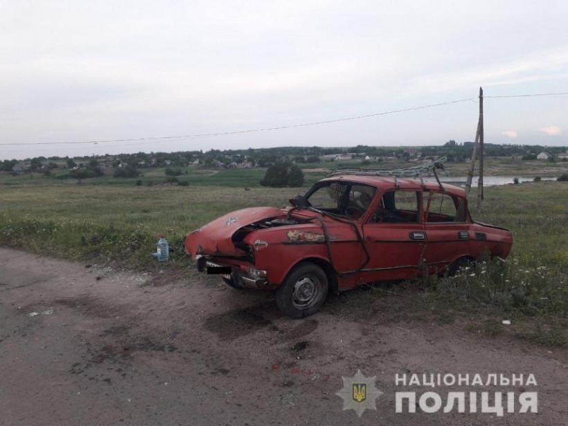 В селе Николаевской области произошло ДТП с «Москвичом»: машина перевернулась (ФОТО)