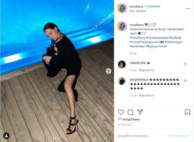 «Украинская Джоли» показала изгибы тела у бассейна (ФОТО)