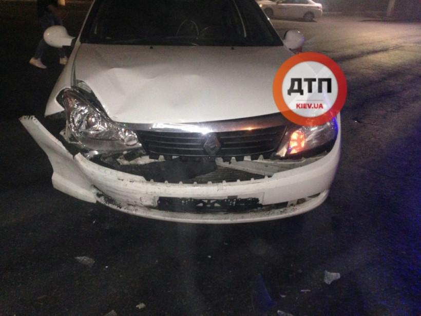 На Дорогожичах в Киеве дорогу не поделили Lanos и Renault (ФОТО)
