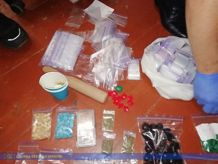 Промышляли «закладками»: Сотрудники СБУ задержали банду наркоторговцев из Днепра (ФОТО)