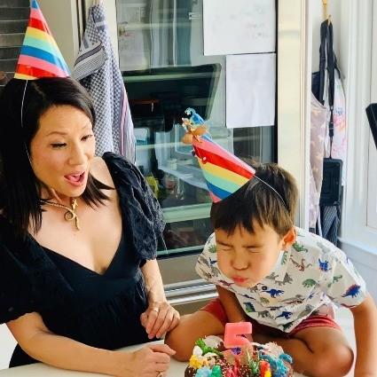 «Моя светящаяся радуга»: Звезда фильмов Тарантино показала редкое фото своего маленького сына